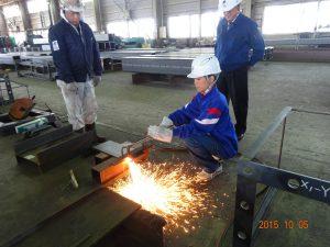 鉄板の溶断作業の体験2人目