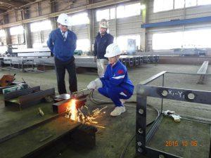 鉄板の溶断作業の体験3人目