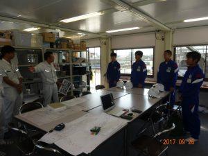 新砺波体育センター新築現場の中嶋所長より説明を受けています。(鷹栖建工さんとのJV工事になります)