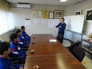 初日の午前中はトナミ鉄工の吉岡社長の講義からスタートです