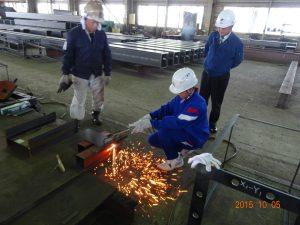 鉄板の溶断作業の体験1人目