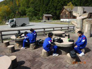 有峰林道の途中の有峰記念館で弁当をいただきます。