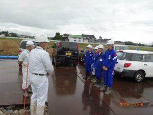 本日は土木部の小水力管路の現場です。加藤部長と前田所長に挨拶です。